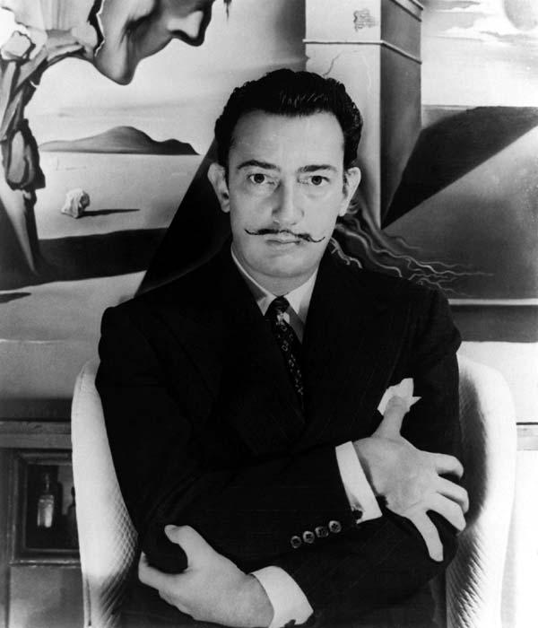 imagem GoogleSalvador Domingo Felipe Jacinto Dalí i Domènech, 1º Marquês de Dalí de Púbol (Figueres, 11 de Maio de 1904 — Figueres, 23 de Janeiro de 1989), foi um importante pintor catalão, conhecido pelo seu trabalho surrealista.